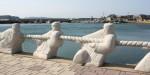 写真:キャランコビーチ綱引きモニュメント