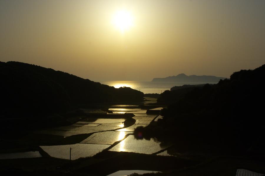 鎮西町棚田と玄界灘の夕日